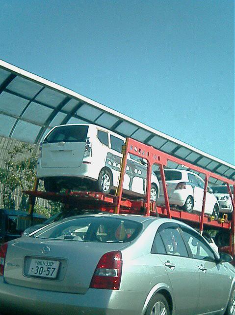 なぞのワゴン車