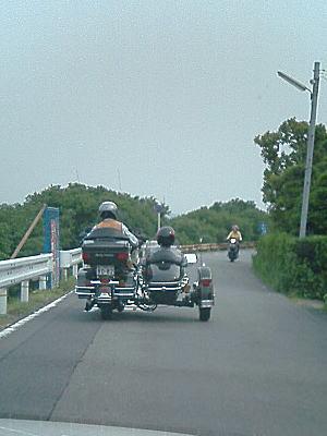 サイドカー(運転者が左だから外車?)