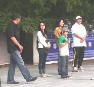 開会式のあいさつ(左から内田プロデューサー、中嶋朋子さん、王理恵さん、中村大地くん、今井雄太郎さん)