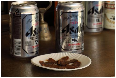 鹿肉の燻製と缶ビール