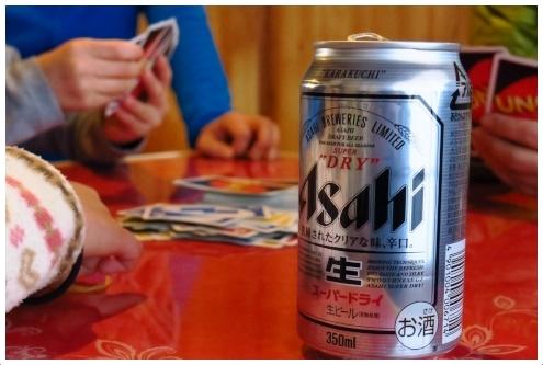 UNOとトランプと缶ビール