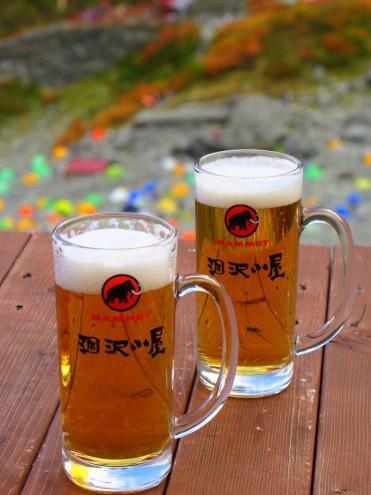 涸沢小屋の生ビール