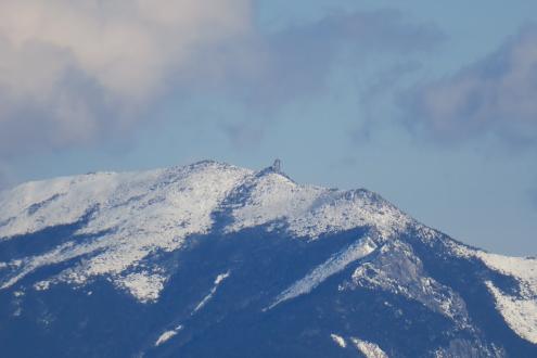 三ツ頭ヘリポート跡から金峰山を望む