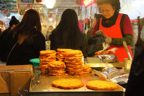 """食い倒れ韓国旅行 広蔵市場""""うまいもん通り""""緑豆チヂミ"""