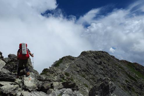 北岳山頂への稜線