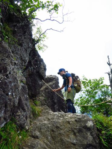 鋸山の岩場