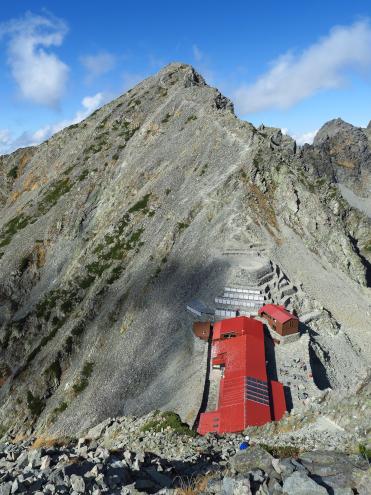 穂高岳山荘とテント場