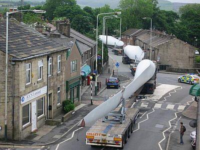風力発電のブレードを運ぶ
