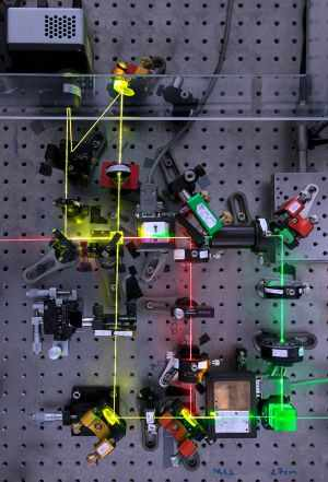 量子もつれレーザーで被写体に当たってない猫の像を映し出すことに成功