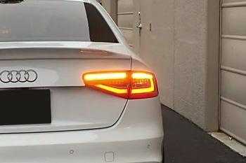 アウディ ダイナミック ターンライト Audi A4