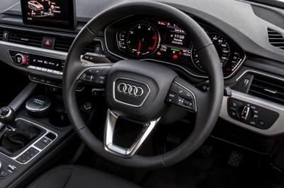Audi A4,B9,Audi純正,インテリアパーツ,アウディ,ステアリング,シフトノブ,ペダル