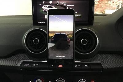 アウディ Q2,Audi Q2,スマホマウント,スマートフォン