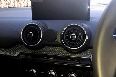 アウディ Q2,Audi Q2,スマホマウント,スマートフォン,マウント,ホルダー