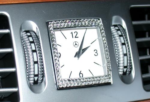 室内時計のスワロフスキーはいかがですか?