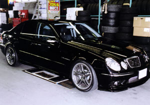 E55 カールソンフロントリップスポイラー AMGスタイリングIV(2P) チタングレー色に塗装