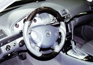 E55 ステアリングヒーターを生かしてウッドステアリングを装着