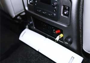 配線加工でリアモニターでゲーム機に接続OK