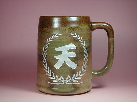 ご退職祝いに、名いれ彫刻、陶器のビアジョッキ