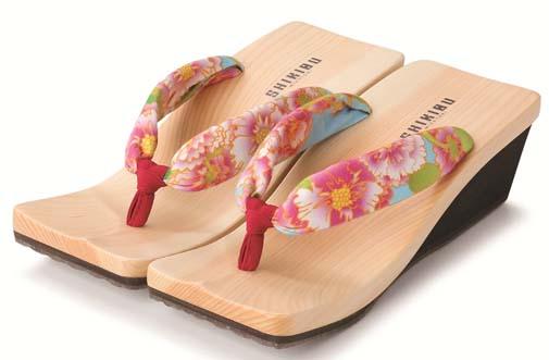 『mizutori × koha*の下駄』全国販売ヴァージョン、『立葵」が仲間入りです。