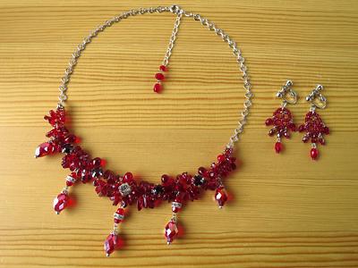 赤ネックレス