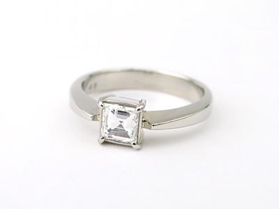 四角いダイヤリング