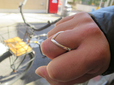 V字の指輪