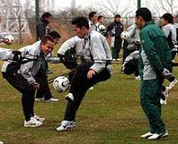 東京Vの練習に参加した小野正朋(中央)。右は都並コーチ