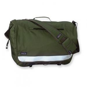 通勤や終日の外出に最適なバイク用バッグ