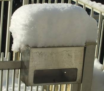ポスト上の積雪