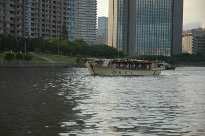 屋形船の出航