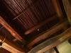 屋根の太い梁
