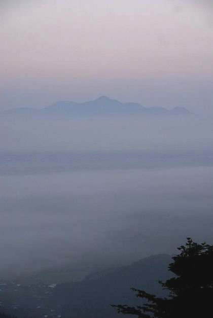 雲海に浮かぶ霧島連山