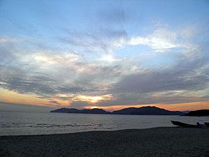 虹ヶ浜から笠戸島を望む