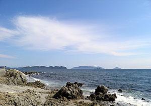 晴れ上がった海