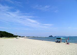夏真っ盛りの虹ヶ浜