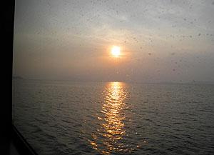 定期船「いわい」の窓から
