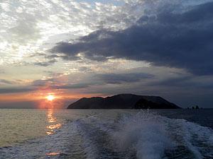 祝島と夕日