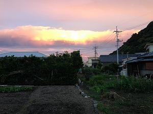 夕方、東の空