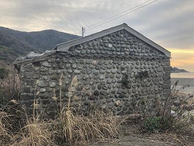 練塀の小屋