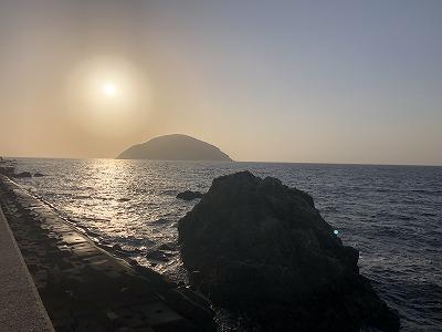 亀石と小祝島