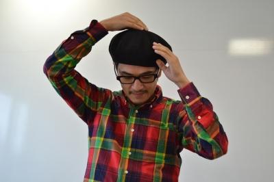 ベレー帽をかぶるデミさん