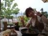 諏訪湖をバックに♪  野菜多めのランチですっ!