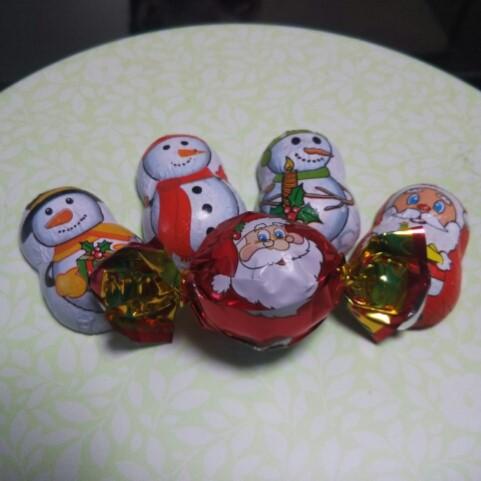 写真はコットで差し入れに頂いたクリスマスチョコレート。 少し早いですが、皆さまよい聖夜をお過ごしくださいませ。