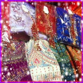 ボリウッドダンス福袋 限定4つ 内容: インド刺繍スカート、刺繍チョリ、三連ティカ、イヤリングorピアス、Emily Diamond Japan 1レッスン受講チケットの豪華5点セット