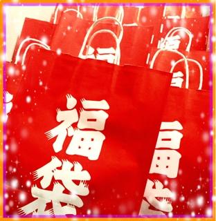 先日、ほんの少しご案内させて頂きました、Emily Diamond Japanのちょっと遅い福袋の販売を月曜日より開始致します(^^) もう既にご予約をちらほら頂いておりますが、まだまだ数はございますので、皆様どうぞこのチャンスをお見逃しなくお買い求め下さいませ。