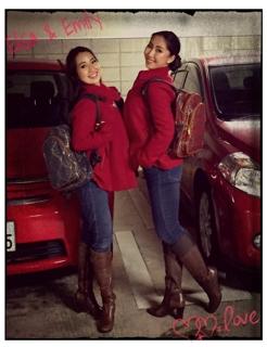 私達は相変わらず双子ルックでレッスンへ向かいました。 服の系統や好みが同じで、どうしてもお揃いになってしまう私達姉妹でした。