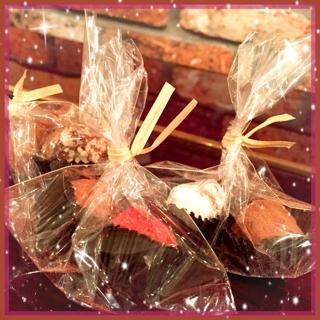 帰宅後は、Keikoさんに頂いた愛情こもった美味しい手作りチョコと、Kaahlaからハワイのお土産を頂き笑顔のティータイムとなりました。チョコ、クッキー、紅茶、、、至福の時間でした。 有難うございました(*^^*)