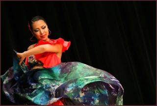 ゲストのお二人目は、熱い踊りと素敵なお人柄に触れれば皆が虜になるKUNIさんです(^^) 昨年の上海BDCから仲良くさせて頂き、念願叶いこの度ご出演をして頂くことになりました。 観る人の心を鷲掴みにする、パワフルでソウルフルな踊りに魅了されること間違いなしです。 競技ダンス出身の熱いダンサーKUNIさんのパフォーマンスを会場にてお楽しみ下さいませ(*^^*)