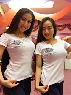この度、念願のEmily Diamond Japan オリジナルT-shirtが出来上がりました(*^^*) スクールロゴもご縁がありRinadyne に作成のお願いをさせて頂きました。 皆様のお力添えで、お陰様で愛の溢れるオリジナルT-shirtとなりました。