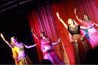1部オープニングでPingaを踊って下さいましたボリウッドダンスのAsukaさん、Furida、Miashiah 、そしてElisa Jamila 有難うございました。お忙しい中、日々の練習と毎週のレッスンの中で踊りに磨きをかけて下さいました。皆様は私の誇りでございます。有難うございました。